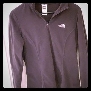 North face Pullover in black